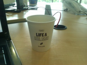 Coffee cups reminding us to prioritise well - in Catalan, Spanish and English.