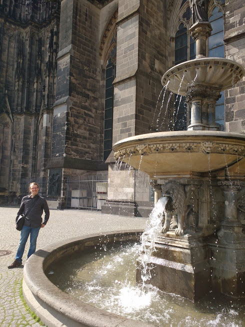 Awkwardly angled photo at Cologne Cathedral to exclude 'intimate' couple on other side of fountain.